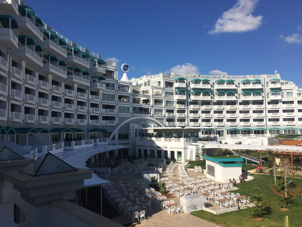Limak Cyprus De Luxe Hotel