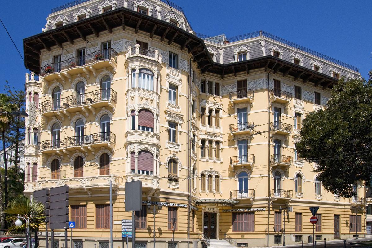 Lolli Palace